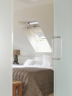 חלון גג בודד ציר אמצעי לחדר הורים