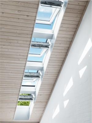 חלונות גג חשמליים במסדרון