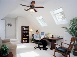 חלונות גג בחדר עבודה