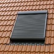 תריס חיצוני חשמלי לחלון גג סקיילייט